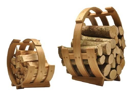 Деревянная подставка под дрова для камина на фото
