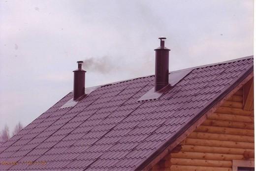 На снимке дымоход от камина, выведенный на крышу