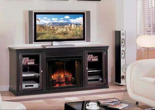 На фото пример комбинирования электрокамина с телевизором в интерьере