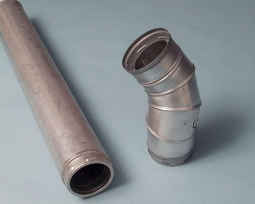 На фото представлены основные комплектующие металлического дымохода для буржуйки