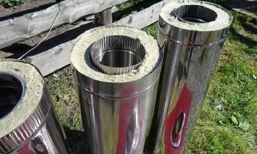 На фото представлены сэндвич трубы, применяемые при монтаже утепленного дымохода