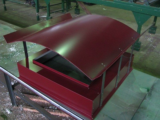 Защитный колпак на дымоход, выполненный из листовой стали с полимерным покрытием, на фото