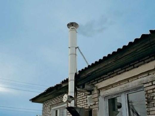 На фото представлен дымоход, выполненный из нержавеющей стали